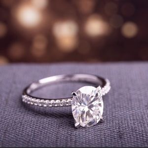 Jewelry - 2 CT Oval Moissanite Engagement Ring